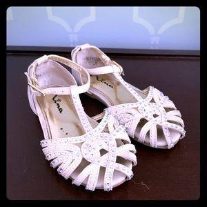 Little girls cream Nina dress shoes in size 7